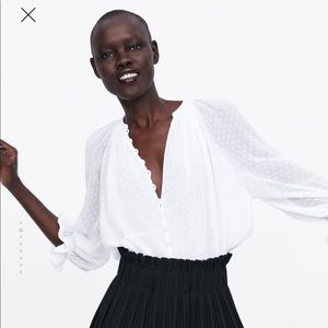 Zara White buttoned Swiss top size small